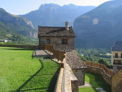 Casa rural a borda russell torla huesca espa a casas rurales apartamentos rurales y hoteles - Casa rural huesca jacuzzi ...